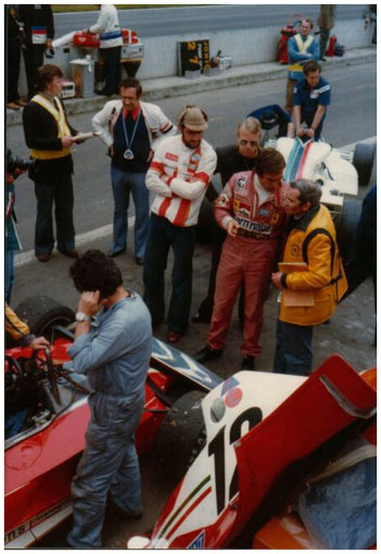 Carlos Reutemann_2 discussing with Tomaini